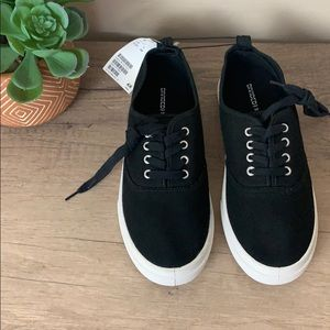 nwt // h&m classic tie sneakers